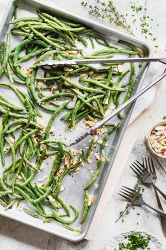 Roasted green beans with almonds and thyme