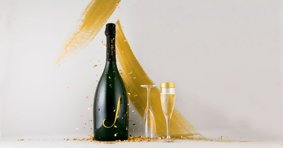 How Wine Gets Bubbly: Traditional Method vs. Charmant Method