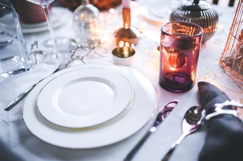 How to Set a Festive Table