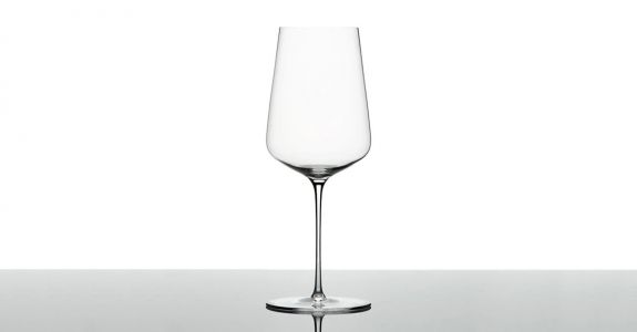 This Is Every Sommelier's Favorite Wine Glass