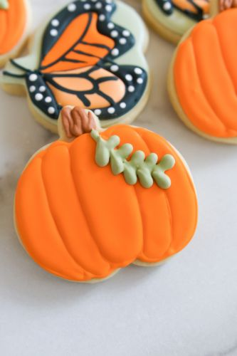How to Decorate Simple Pumpkin Cookies
