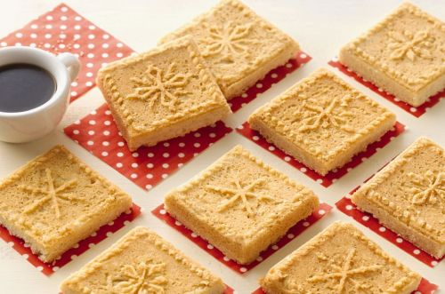 Snowflake Shortbread: Simple, yet stunning