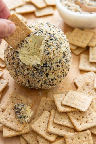 Everything Bagel Cheese Ball Recipe