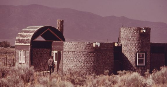In the 1970s, a Maverick Architect Turned Beer Cans Into Homes in the New Mexico Desert